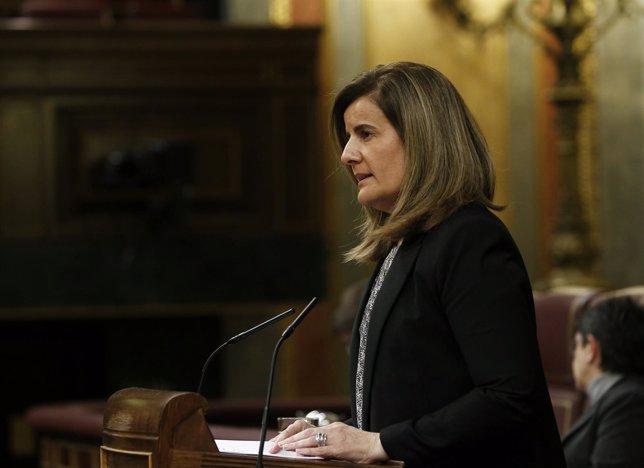 La ministr Fátima Báñez en el Congreso
