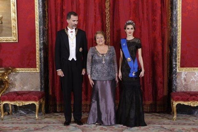Los Reyes ofrecen una cela de gala en honor a Michelle Bachelet