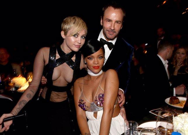 Alessandra Ambrosio, Miley Cyrus, Rihanna y más celebs en la amfAR Inspiration G