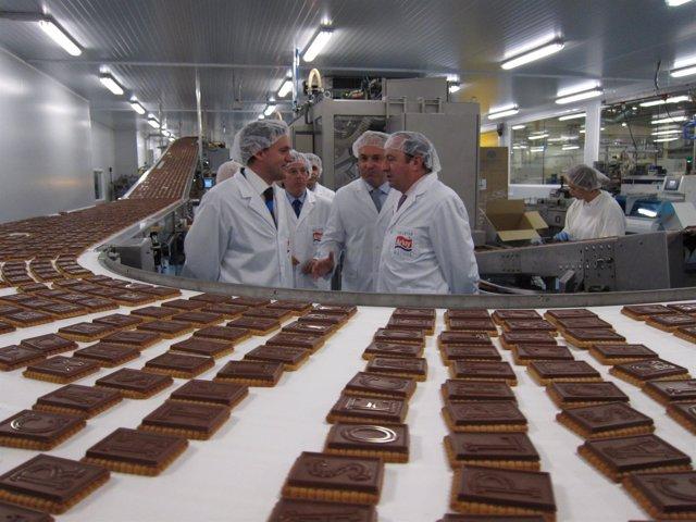 Sanz y Erro, junto a propietarios empresa recorren planta Arluy
