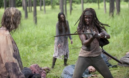 VÍDEO: Michonne ( The Walking Dead) te enseña a matar zombies