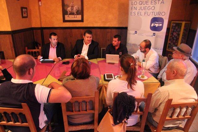 Sanz junto al Comité Local de la Paterna (Cádiz)