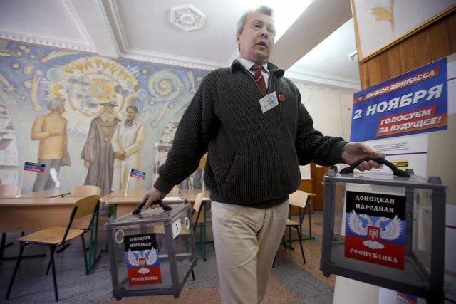 Preparación de urnas para las elecciones de Lugansk y Donetsk