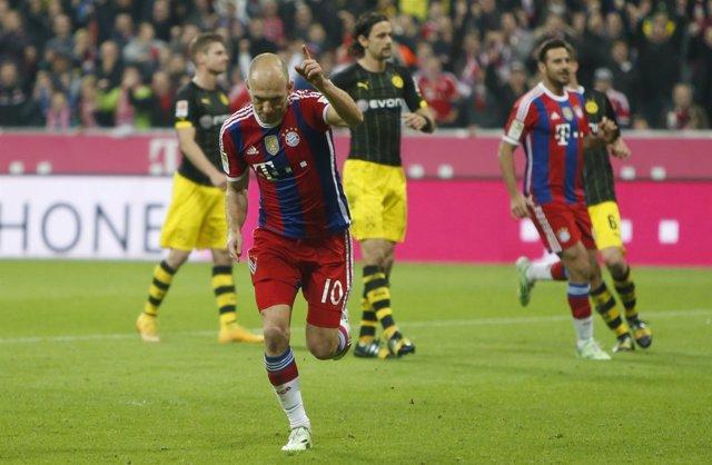 Robben celebra el gol que sirve para derrotar al Dortmund