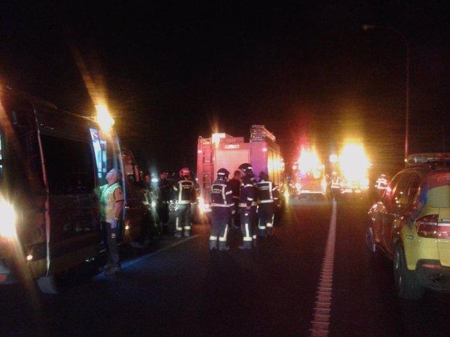 Los servicios de emergencias acuden al accidente