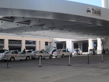 Los taxistas suspenden los paros de noviembre y esperan que la Junta les dé una fecha para publicar el decreto