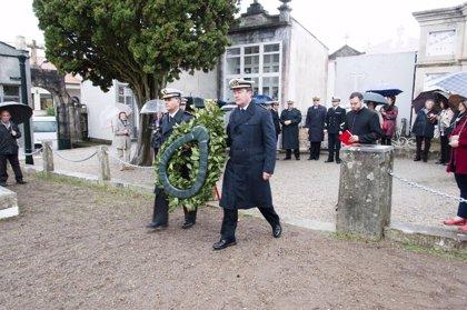 La Armada homenajea a sus difuntos con un acto en el cementerio de La Raña, en Marín (Pontevedra)