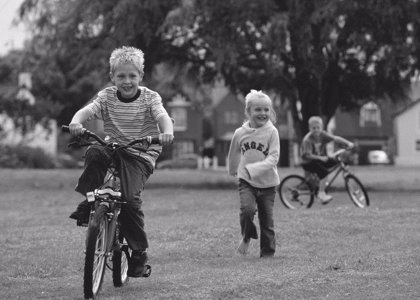 La clave para evitar el sedentarismo infantil: acudir con ellos al gimnasio