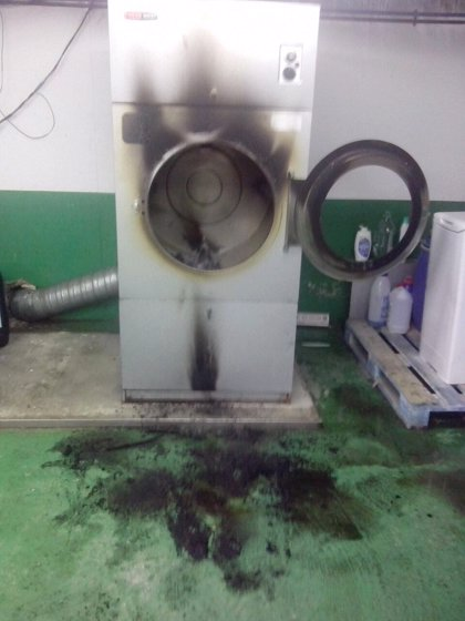 Intervienen para sofocar un incendio en una secadora