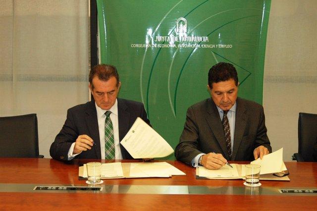 Firma del acuerdo entre Andalucía Emprende y Unicaja Banco