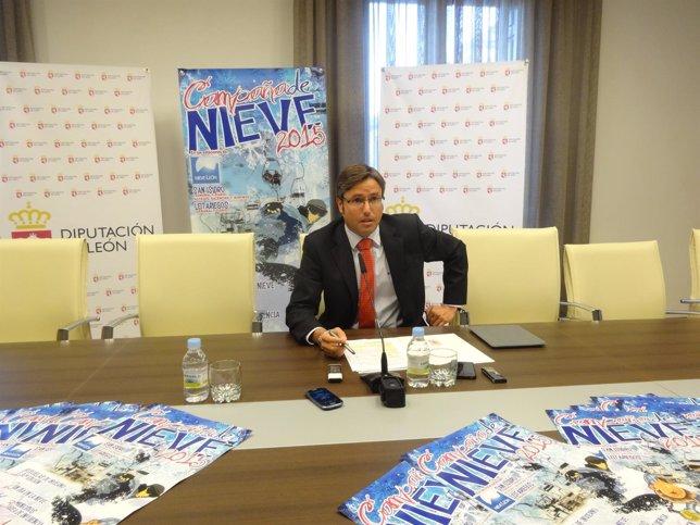 Emilio Orejas en la presentación de una campaña de nieve