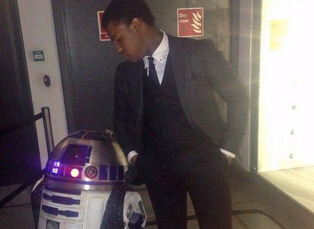 Boyega con R2-D2