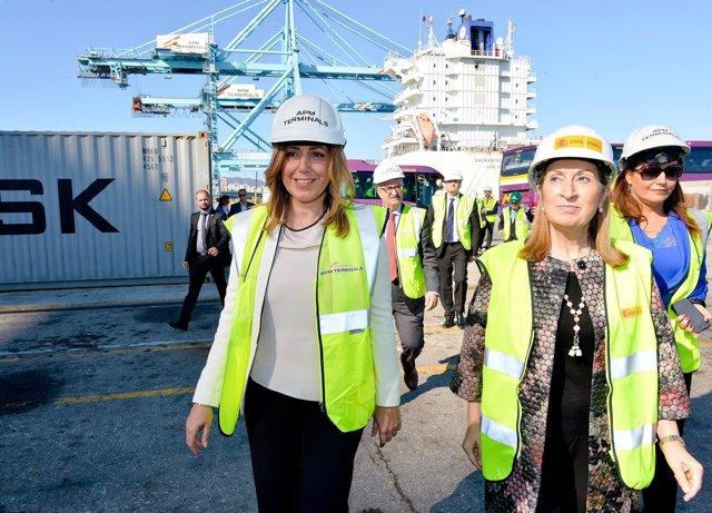 Susana Díaz y Ana Pastor en el puerto de Algeciras