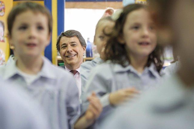 Ignacio González en un colegio