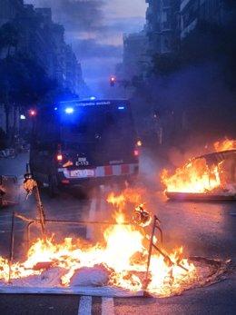 Disturbios en Sants tras el desalojo de Can Vies