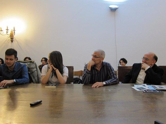 José Ovejero en rueda de prensa en Santiago