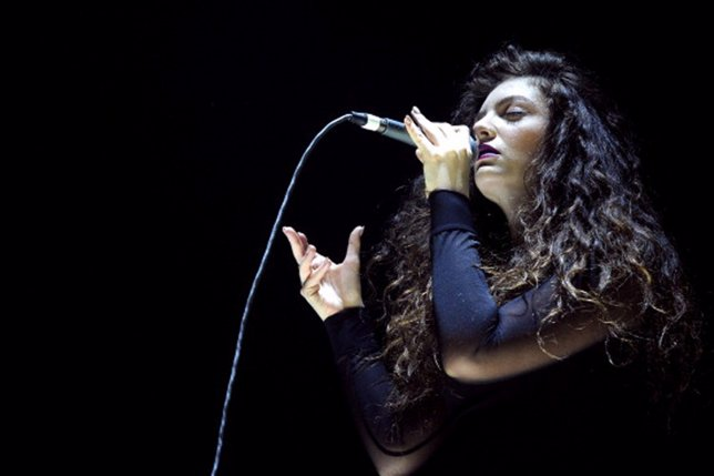 LOS ANGELES, CA - DECEMBER 08:  Singer Lorde performs onstage during The 24th An