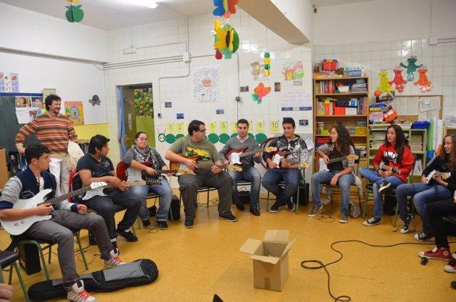 Taller De Guitarra 'La Noche Es Joven'