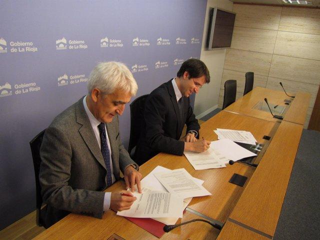 El rector de la UR  y el consejero de Educación Capellán firman convenios