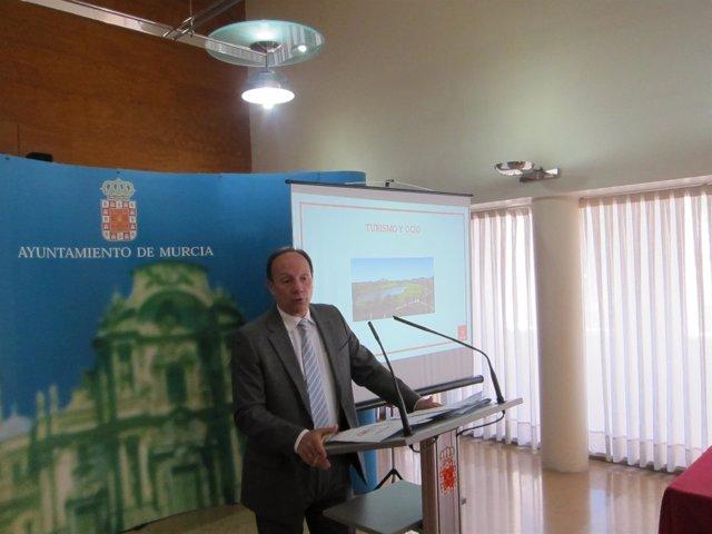 El concejal de Relaciones Institucionales, Joaquín Moya-Angeler