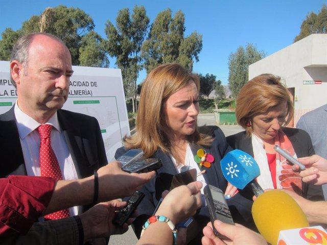 Serrano atiende a los medios en Almería durante su visita a la EDAR de El Bobar