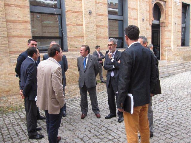 El consejero de Justicia, Emilio de Llera junto a algunos vocales del CATA