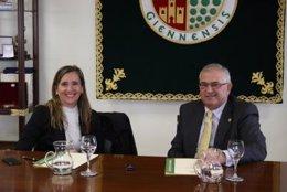Vanessa Bernand y Manuel Parras firman el convenio UJA-Andalucía Emprende.