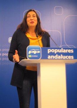 Dolores López Gabarro, en rueda de prensa, en el PP-A