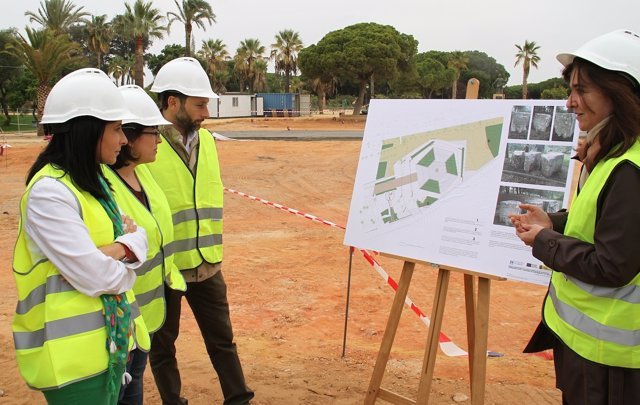 Diputados visitan las obras del entorno de la Columna del IV Centenario.
