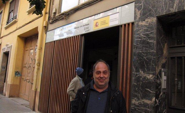 Vicent Mauri, ante las puertas del Servef.
