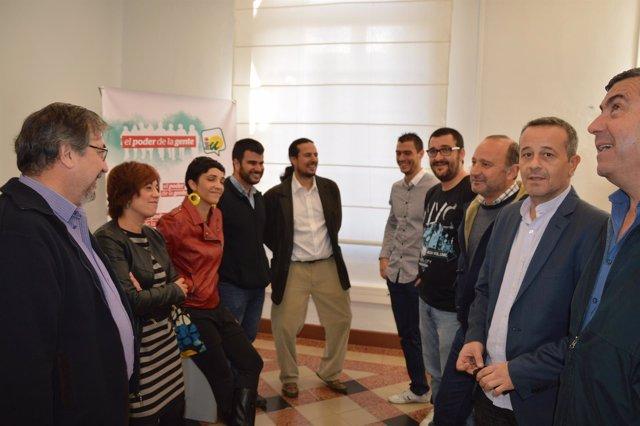 Castro junto a concejales y alcaldes de iu