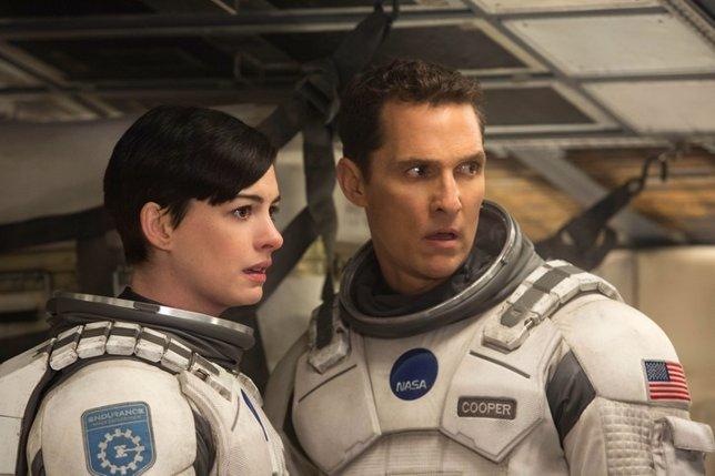 Matthew McConaughey y Anne Hathaway en INTERSTELLAR, from Param