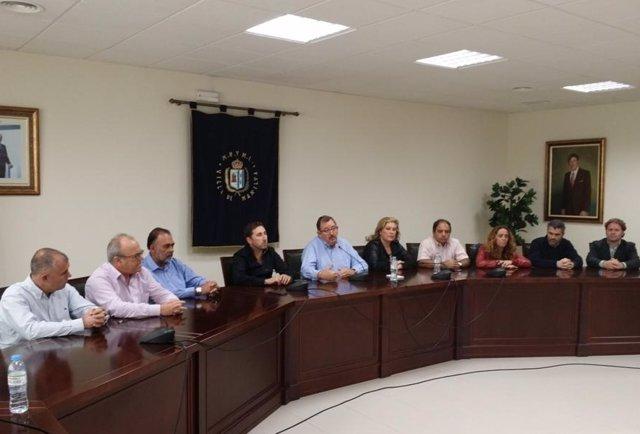 Diego Urieta y Emilio López Berenguer con otros concejales Manilva