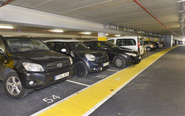 Primeros coches en el parking del Distribuidor de la Marga