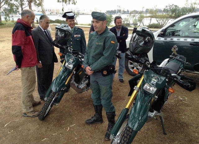 Entrega de motos al Seprona en Marismas del Odiel en Huelva.