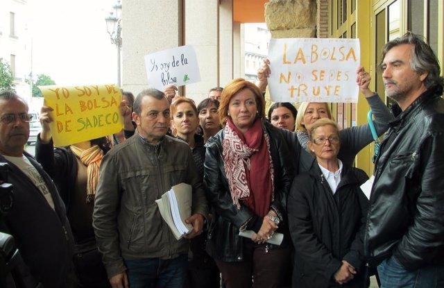 Francisco Tejada e Inmaculada Durán con trabajadores