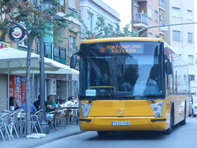 Paterna subvenciona el autobús municipal para desempleados y jubilados.