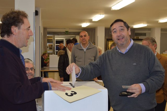 El conseller Josep Maria Pelegrí (UDC) vota en el 9N