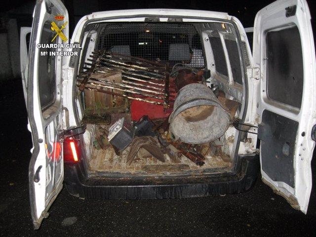 Furgoneta con material agrícola presuntamente robado