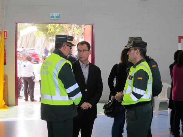 Bascuñana, con guardias civiles en Bullas