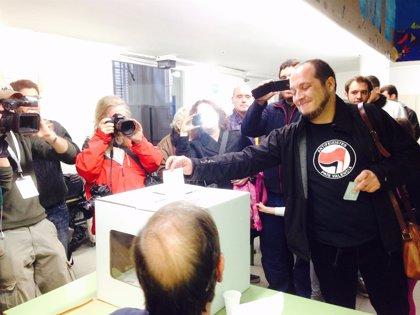 """Fernández (CUP) vota 'sí-sí' y desea que las urnas se queden para """"decidirlo todo"""""""