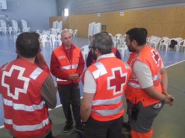 Miembros de Cruz Roja en el Pabellón Juan Valera