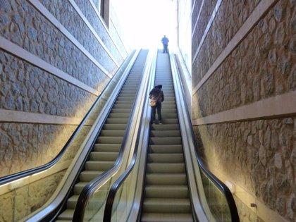 Una caída múltiple en las escaleras mecánicas se salda con 5 heridos
