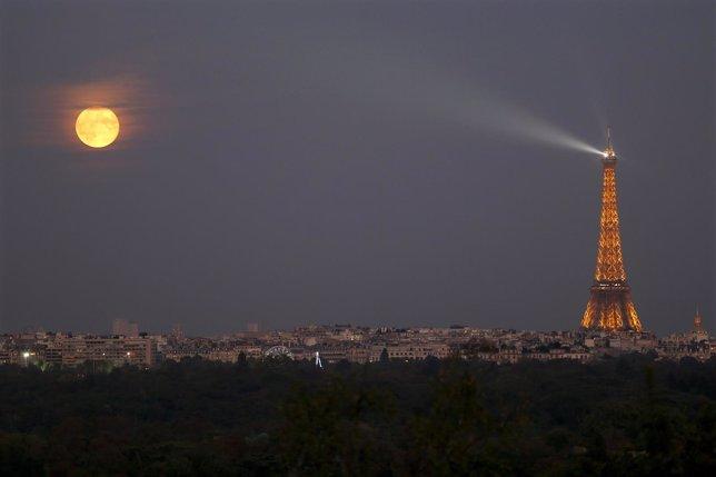 Imagen de la Torre Eiffel vista desde Suresnes, en el oeste de París