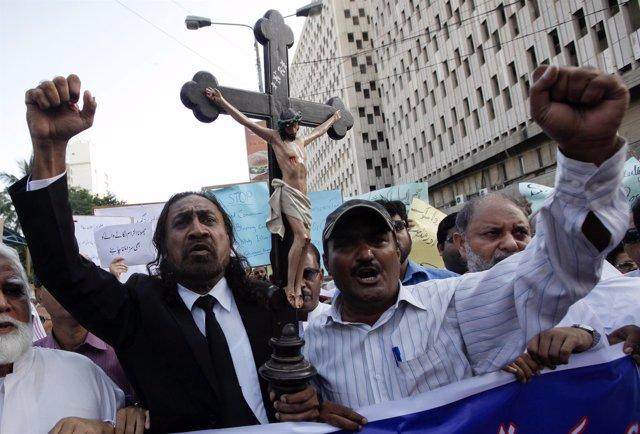 Miembros da la comunidad cristiana paquistaní
