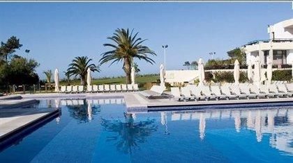 Los propietarios de PortAventura elevan a 23 euros por acción su oferta por el 100% de Club Med