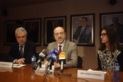 """Médicos de Girona mantienen la """"alarma"""" pese a que Salud asegure que el Trueta operará del corazón"""