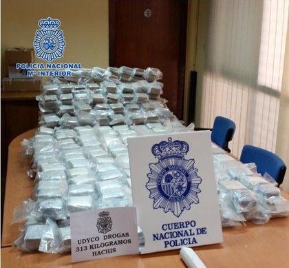 Detenido un murciano de 57 años en Melilla con 313 kilos de hachís cuando embarcaba a Motril