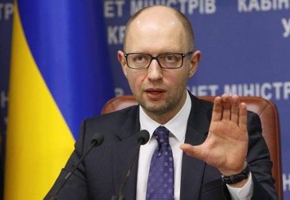 """Yatseniuk dice que la prioridad """"número uno"""" es crear un Ejército capaz de frenar a Rusia"""