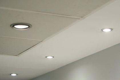 Facua dice que la luz cuesta un 3,3% más que hace un año